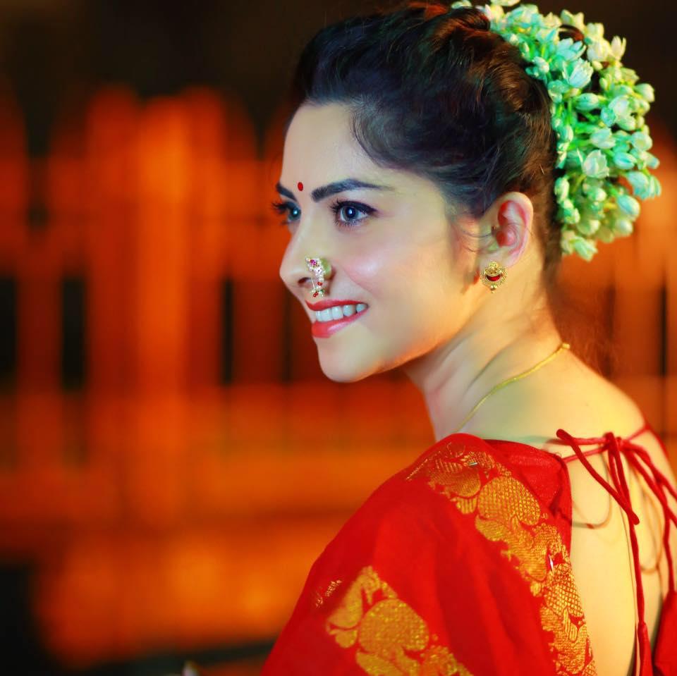 Sonalee kulkarni saree pictures
