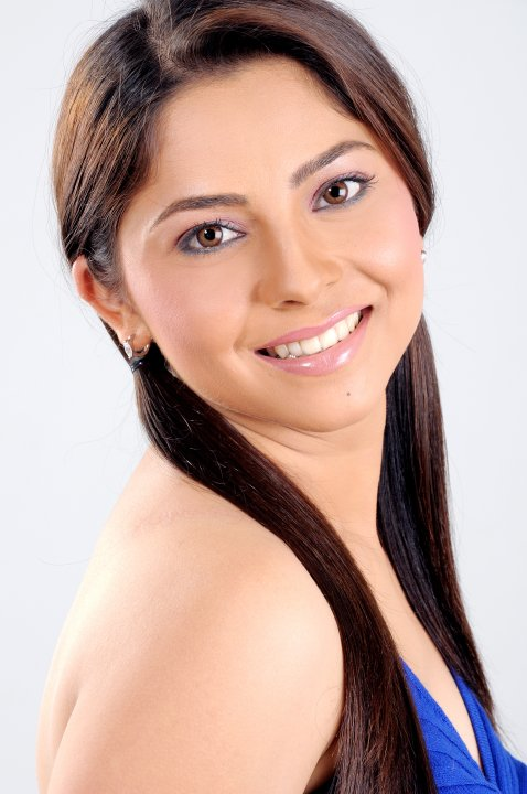 Sonalee kulkarni smile photos
