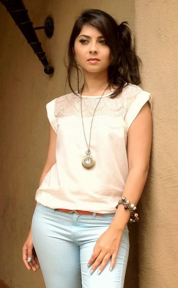 Sonalee kulkarni white dress pics