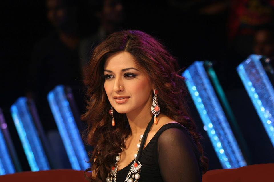 Sonali bendre face wallpapers