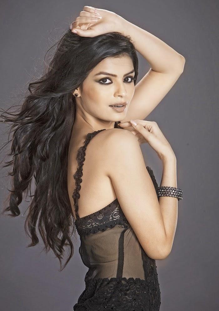 Sonali raut backless photos