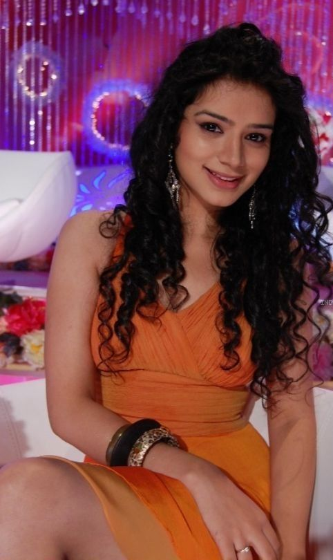 Sukirti kandpal rolling hair style photos
