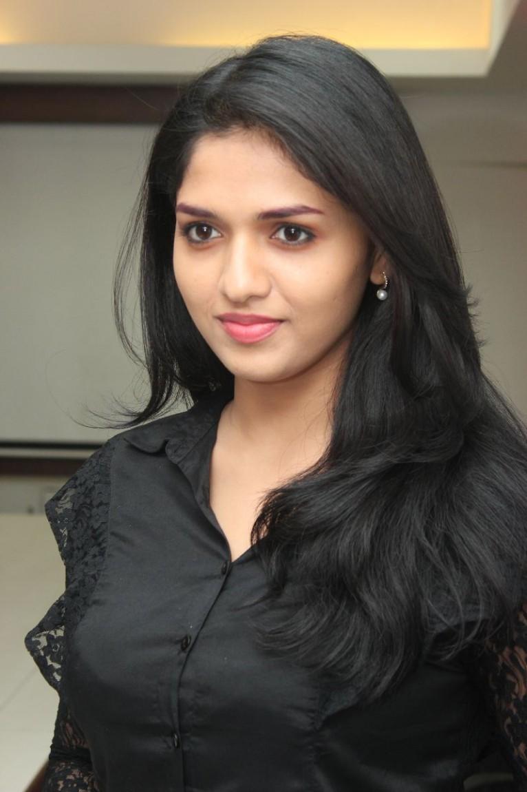 Sunaina face photos