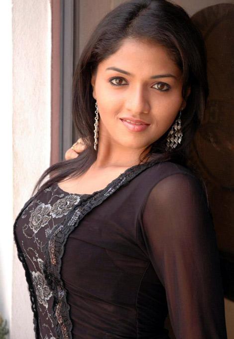 Sunaina romantic photos