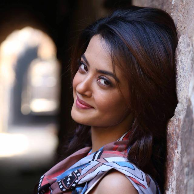 Surveen chawla cute look pics