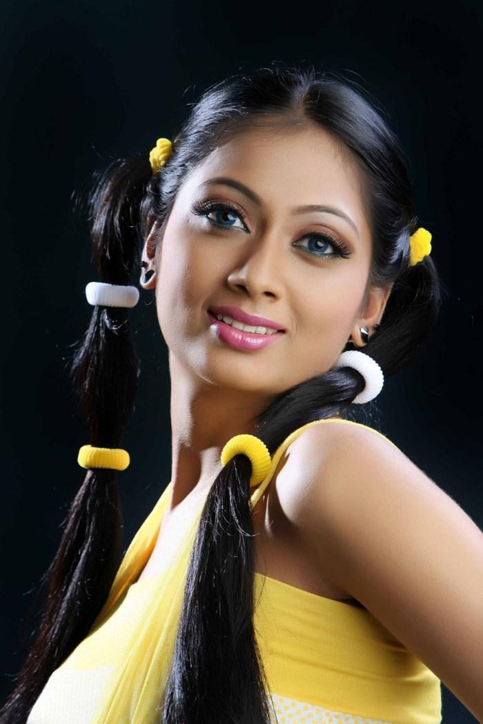 Udhayathara cute hair style photos