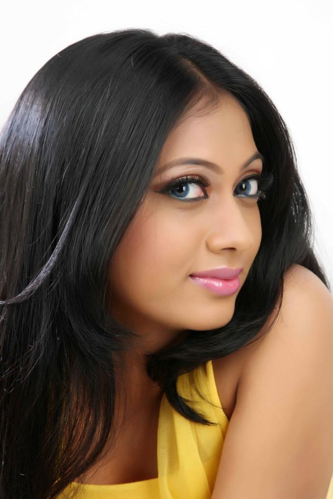Udhayathara face photos