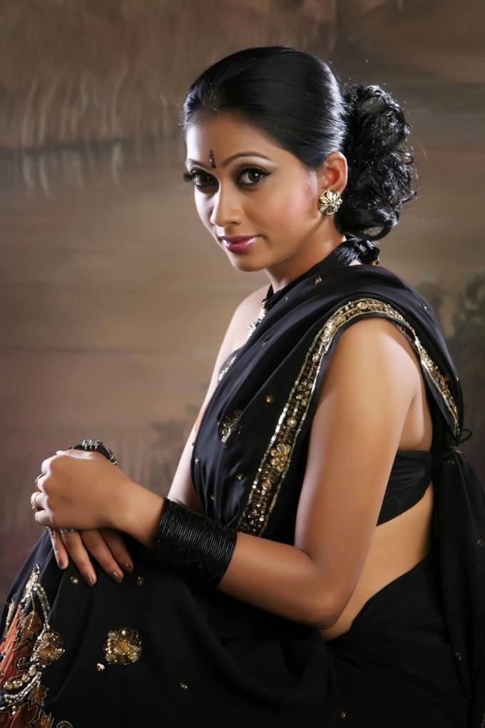 Udhayathara saree pictures