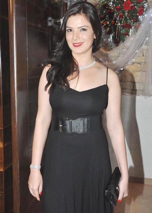 Urvashi sharma black dress photos