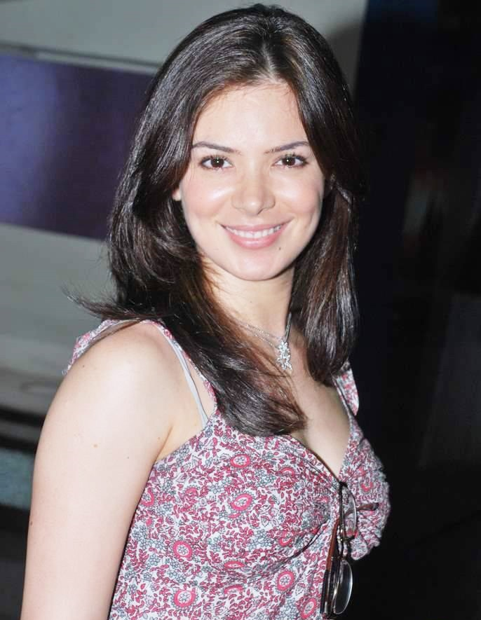 Urvashi sharma face pictures