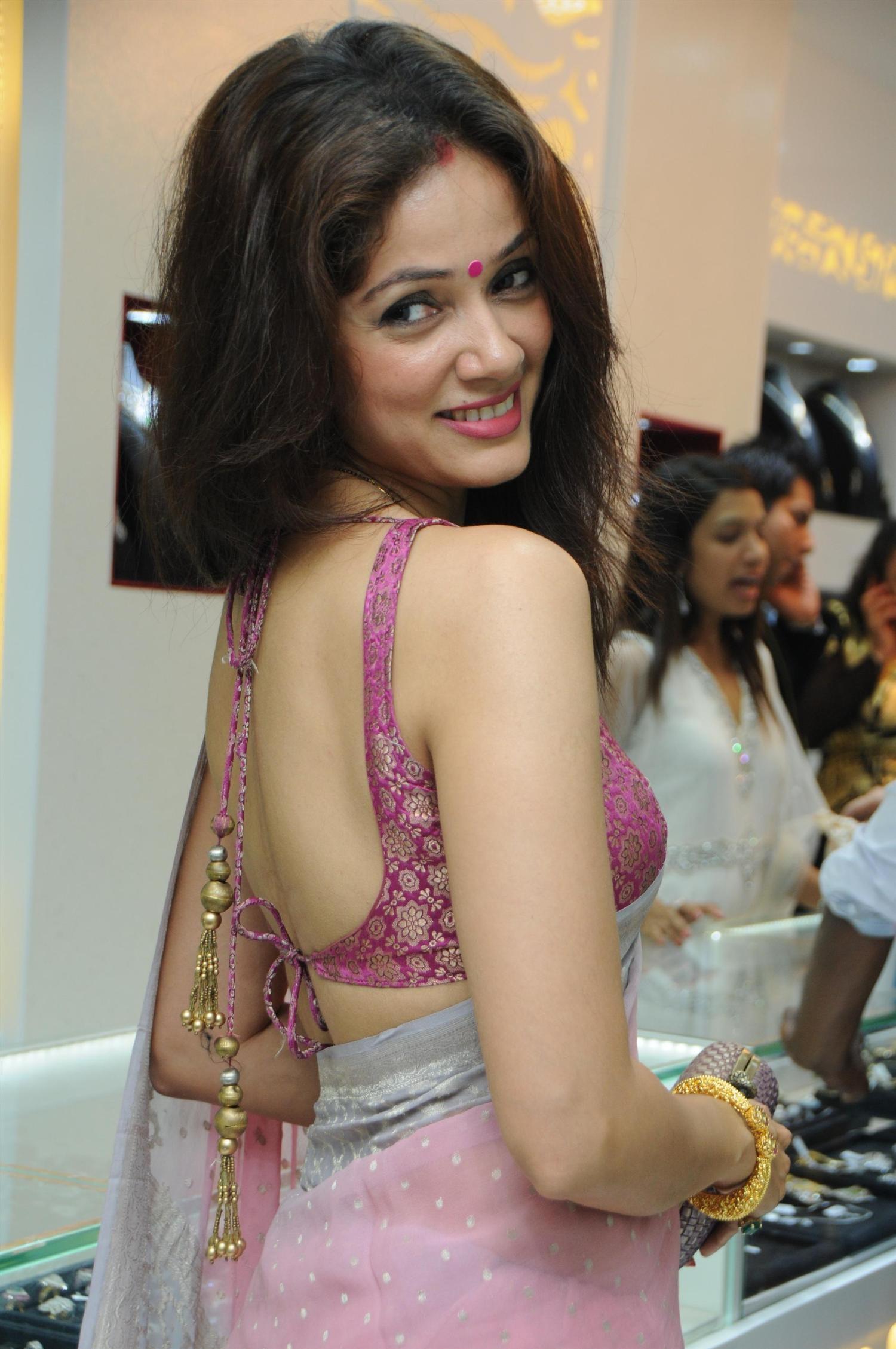 Vidya malvade saree back side photos