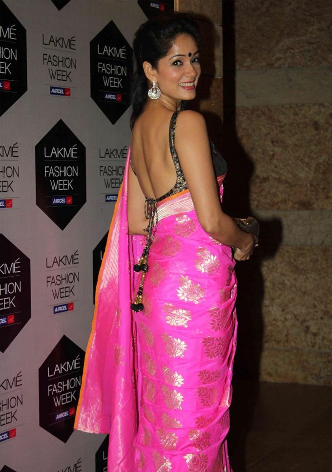 Vidya malvade saree backless photos