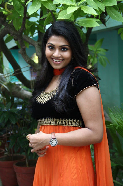 Nandhana hd cute pictures