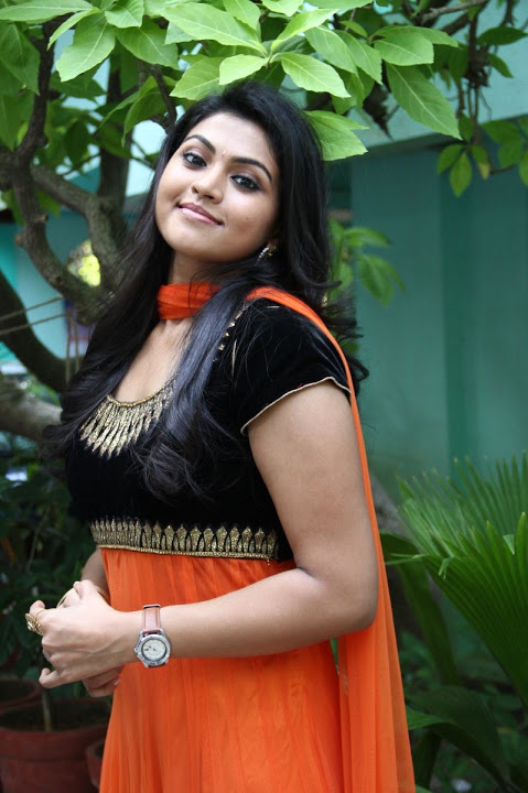 Nandhana hd glamour pictures