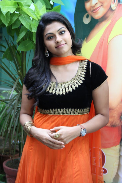 Nandhana hd unseen pictures