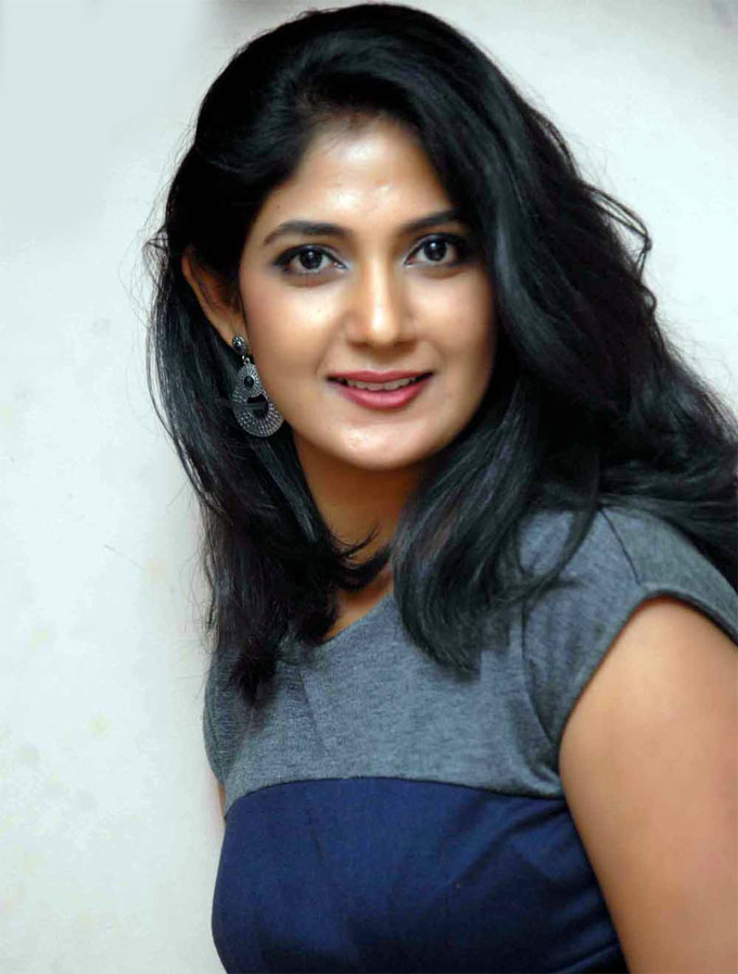 Yagna shetty figure pictures