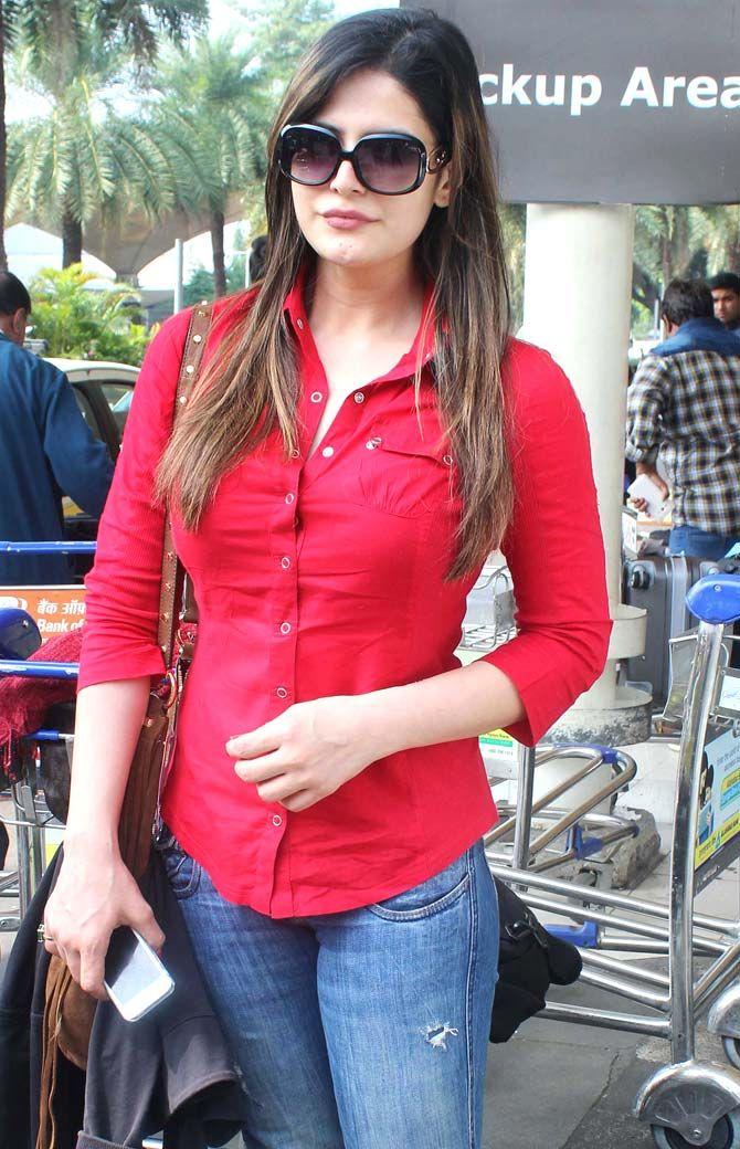 Zarine khan public photos