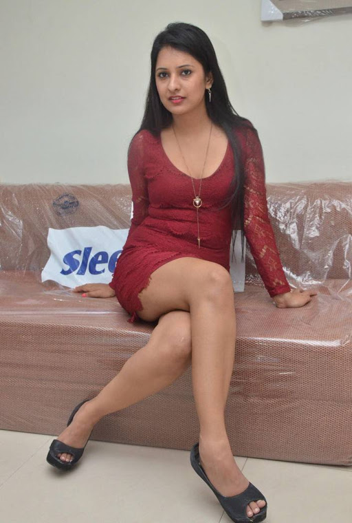 Nikita bisht hot glamorous pics