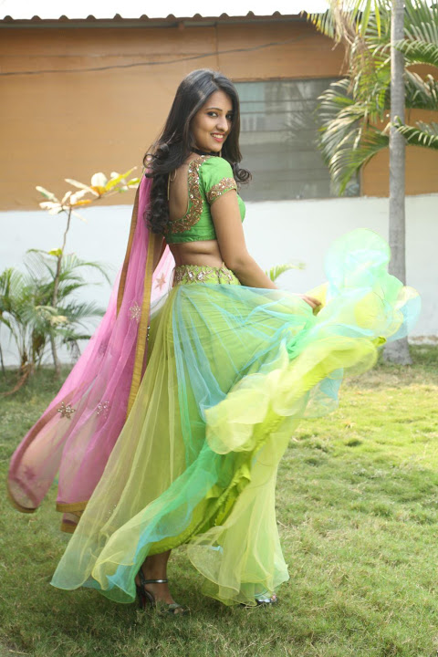 Nikitha bisht hot smile pose pictures
