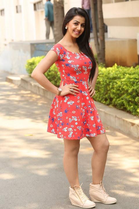 Nikki galrani midi dress filmfare awards wallpaper