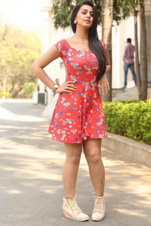 Nikki galrani red dress hot interview fotos