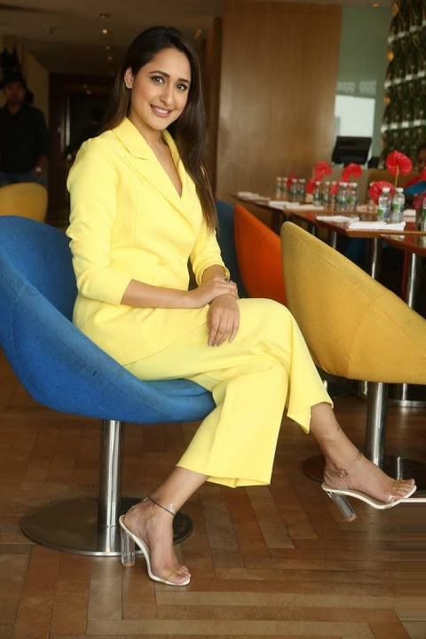 Pragya jaiswal yellow dress press meet fotos