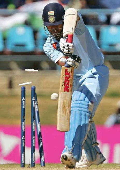 Sachin tendulkar bowled photos