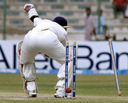 Sachine clean bowled test mach image