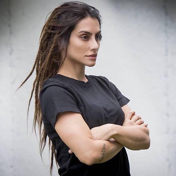 Actress cleo pires black dress stills