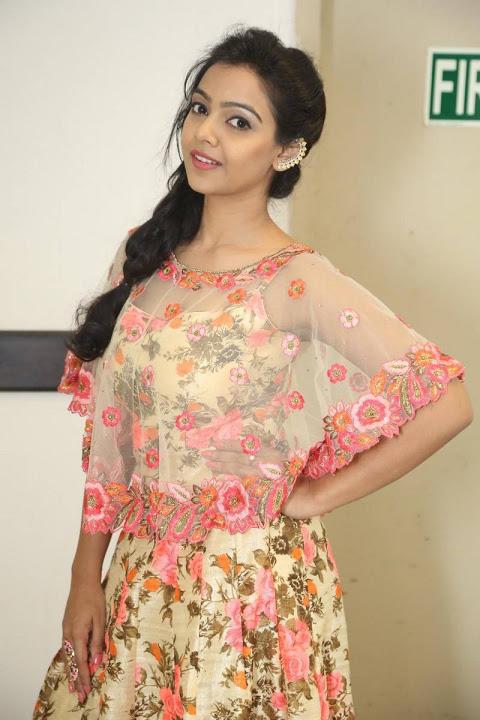 Nithya shetty smile pose image