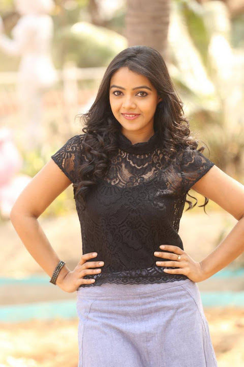 Nitya shetty black dress photoshoot fotos