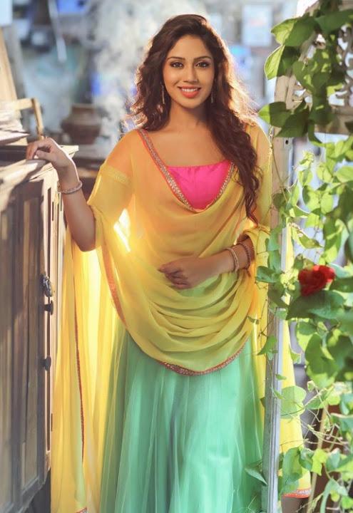 Nivetha pethuraj wide half saree pictures