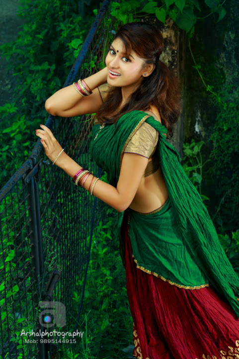 Oviya helen hot green half saree photos