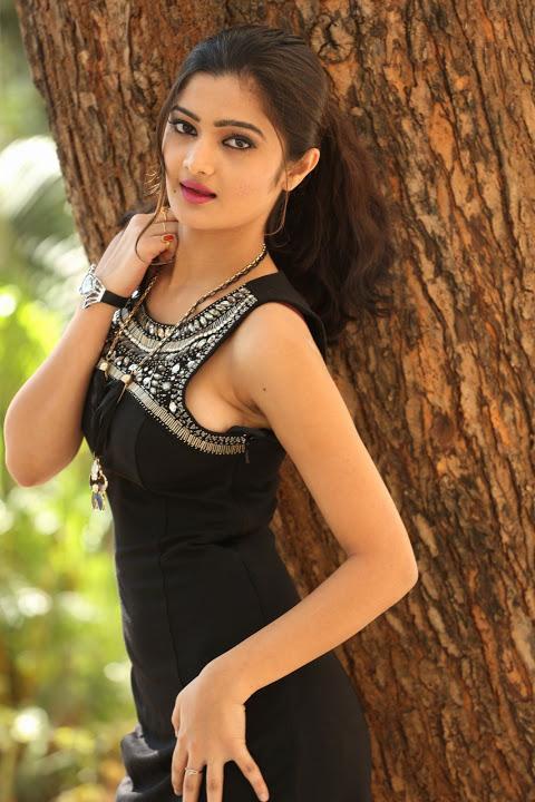 Pallavi naidu glamour cute stills