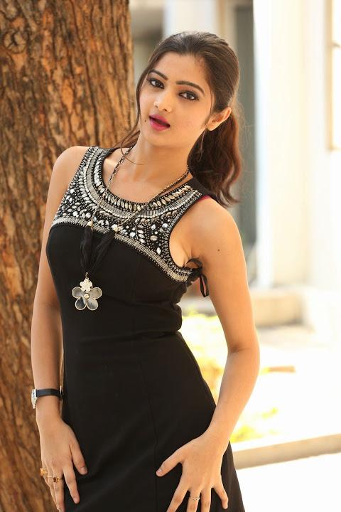 Pallavi naidu glamour hd image