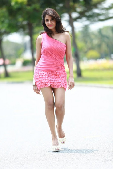 Parul yadav actress pink dress pictures