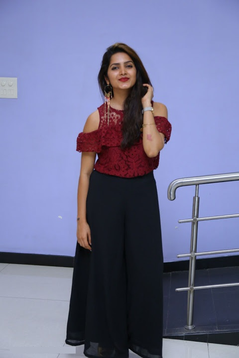 Pavani gangireddy photoshoot hd fotos