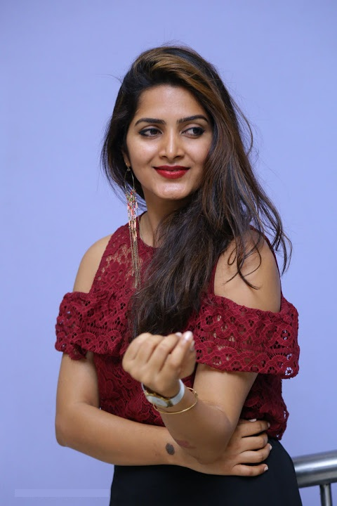Pavani gangireddy red dress figure wallpaper