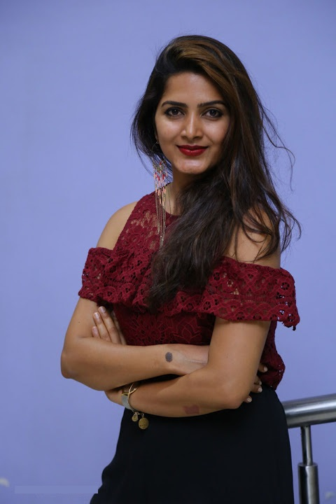 Pavani gangireddy red dress unseen fotos