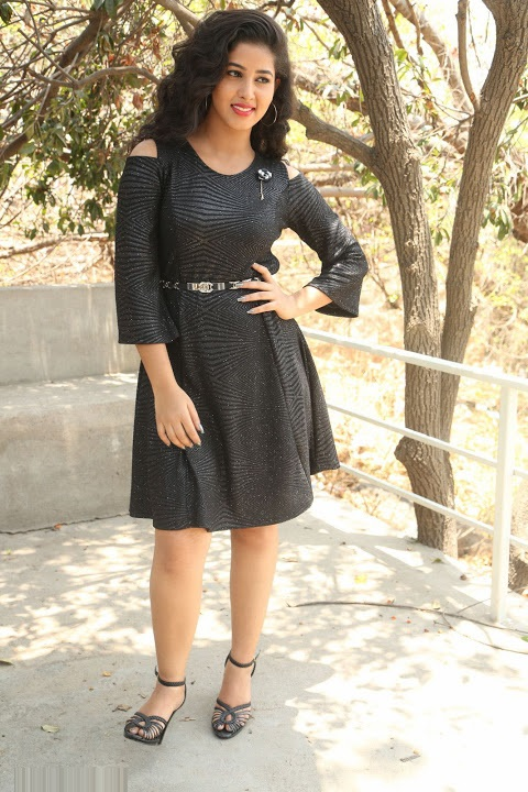 Pavani reddy black dress exclusive smile pose fotos