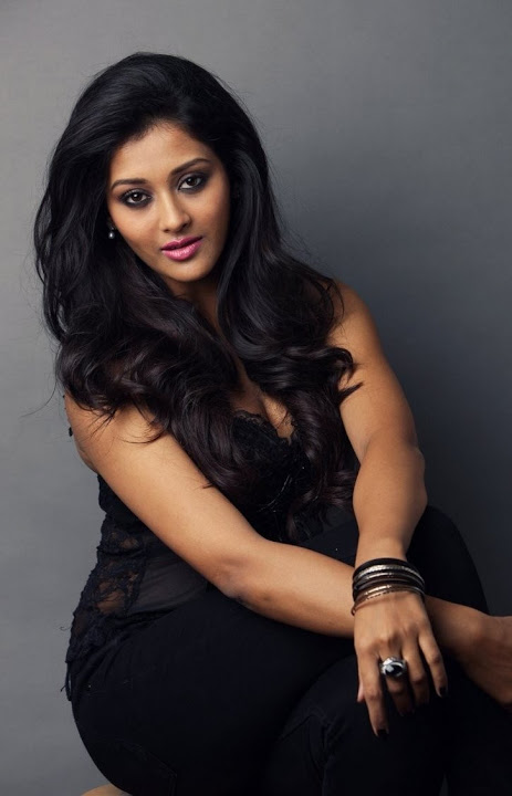 Pooja jhaveri black dress desktop photos