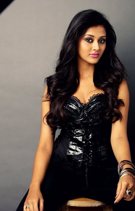 Pooja jhaveri black dress glamour stills