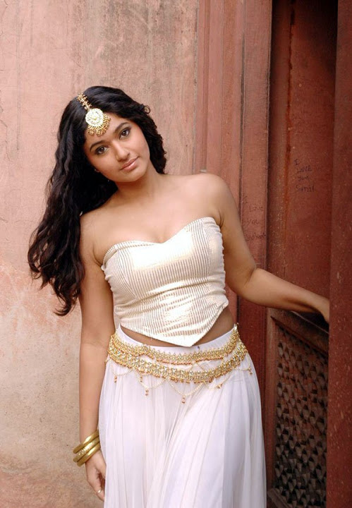 Poonam bajwa hd white dress pictures
