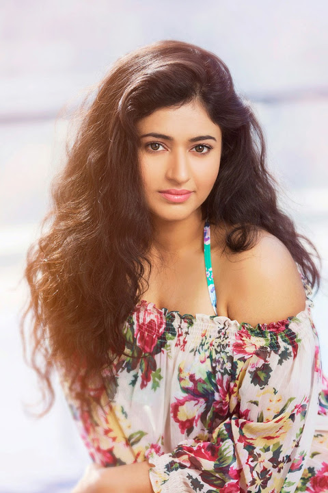 Poonam bajwa hot cute pictures
