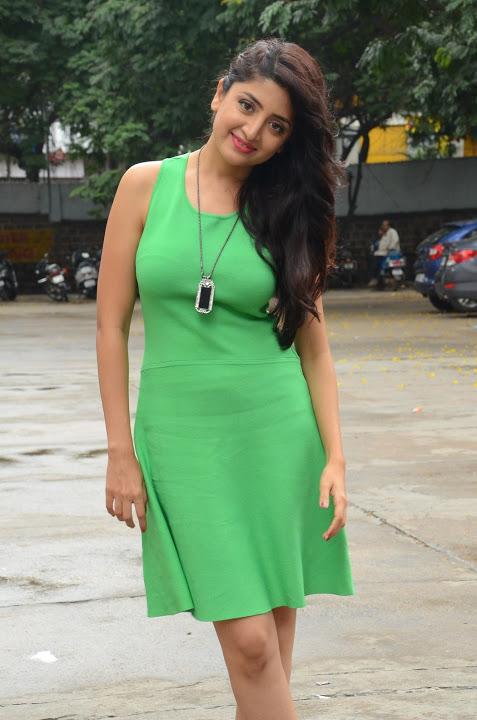 Poonam kaur green dress modeling fotos
