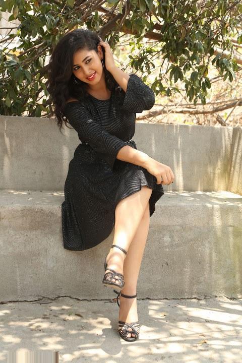 Pavani reddy smile pose modeling fotos