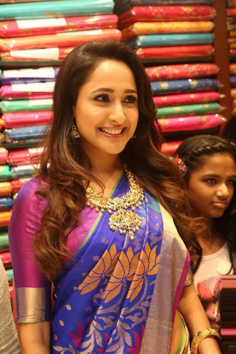 Pragya jaiswal blue saree exclusive wallpaper