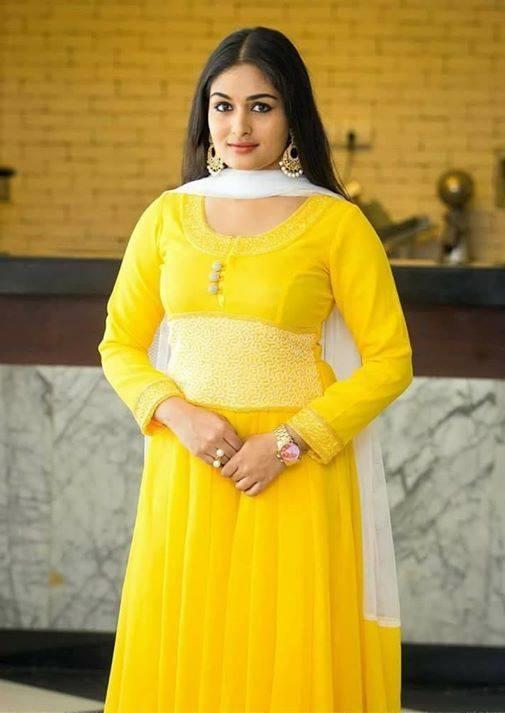 Prayaga martin yellow dress hd photos