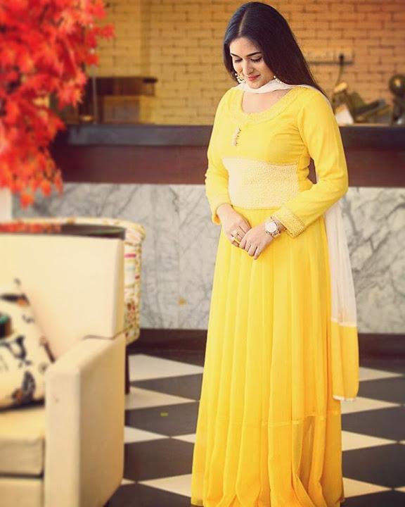 Prayaga martin yellow dress hd pictures
