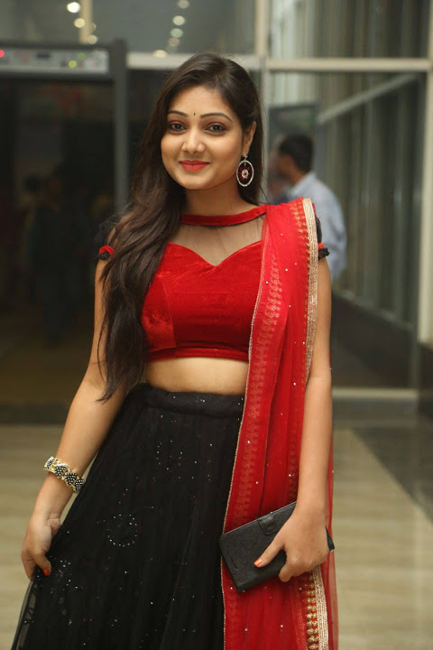 Priyanka stills beautiful hd gallery